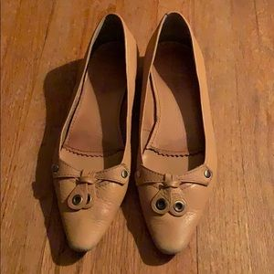 Enzo Angiolini leather upper tan Pointy flats